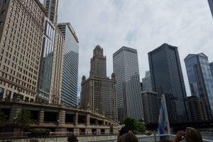 Skyskrabere langs Chicago-floden