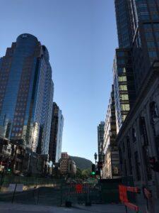 Downtown Montreal med kig til korset på Mont Real
